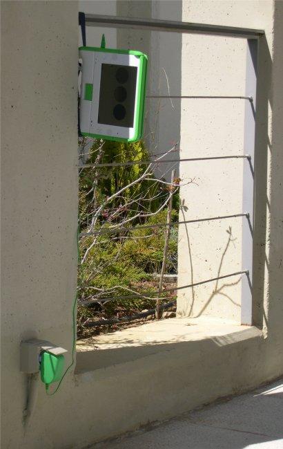The OLPC XO as a traffic light