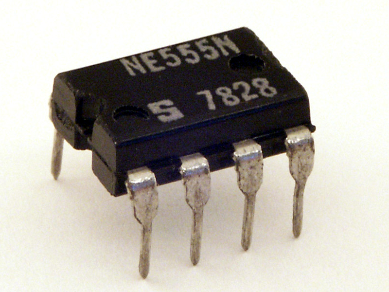 Notch visible in the NE555 oscillator IC in DIL package