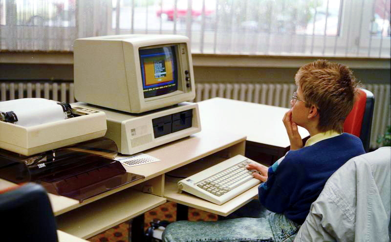 The original IBM PC — By Bundesarchiv, B 145 Bild-F077948-0006 / Engelbert Reineke / CC-BY-SA 3.0